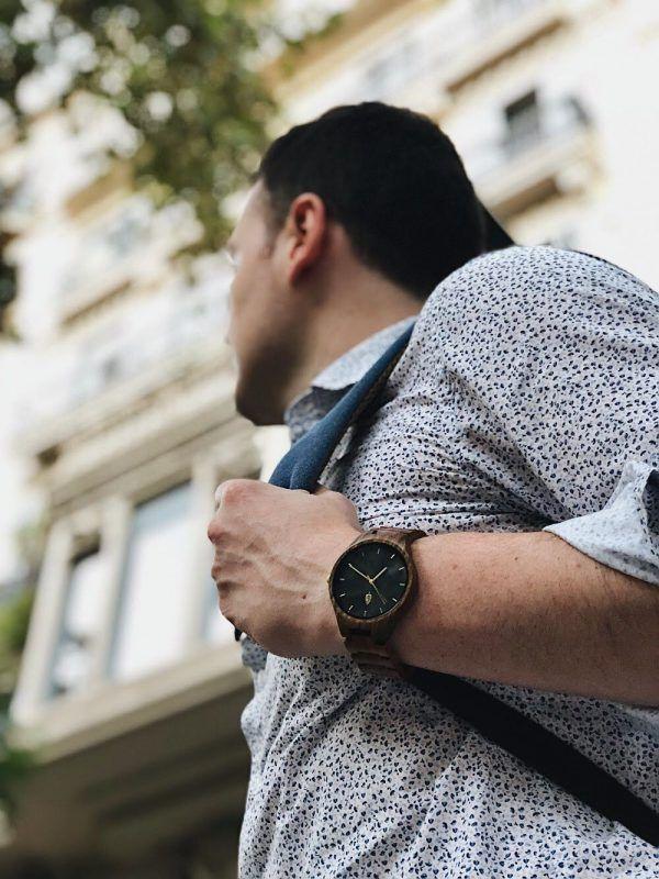 Reloj de madera sostenible inspirado en Barcelona
