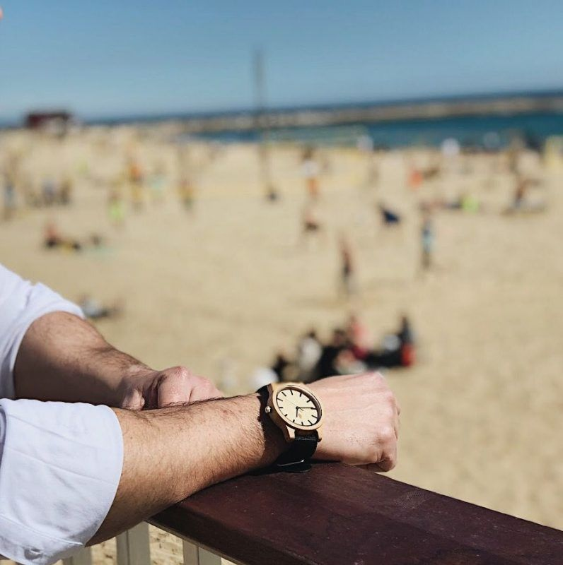 Reloj de madera GRACIA con correa de Nylon negra en Barcelona